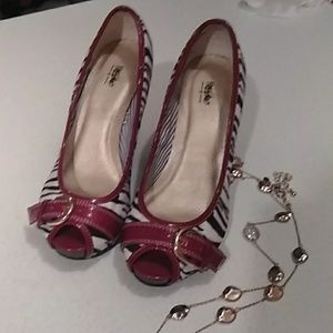 New condition size 7 Mossimo open toe heels